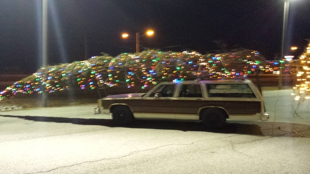 Guy in my town made his station wagon into the Griswold Christmas ...