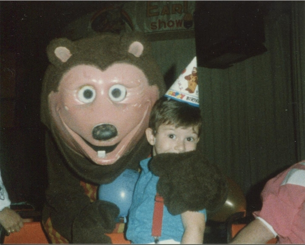 I Heard Creepy Chuck E Cheese Bears Were A Thing Now Heres Me