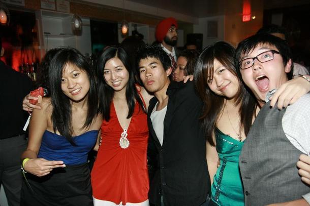 мне кажется, азиатки в вечеринках сам