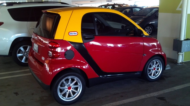Paint Job on this Smart Car is Perfect