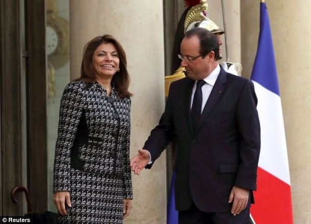 Pic #7 - The President of France cannot catch a break