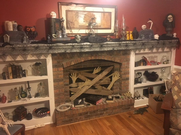 to you who posted their christmas thanksgiving i present my parents still halloween living room on