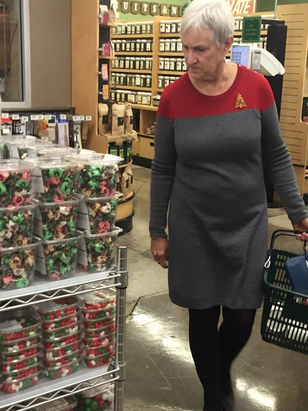 When your Christmas outfit looks like a Starfleet uniform