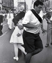 Sailor kissing a woman in Times Square after hearing Japan surrendered effectively ending World War II