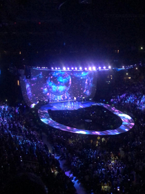 Ariana Grande stage was a giant toilet