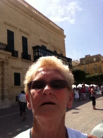 Asked a lady to take a picture of me and my gf on holidayit was only after I checked the picture