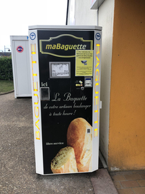 baguette vending machine France