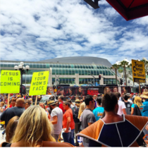 Comic-Con brings out some great costumes and awesome signs