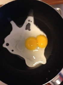 Ghost egg scared of its own boobs