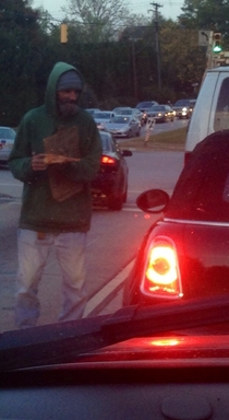 Guy in front of me at the stop light gave this homeless guy a piece of pizza