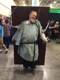 Hodor cosplay funny but still hurts