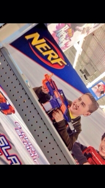 I didnt know Miley Cyrus modeled for nerf