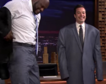 Jimmy Fallon tried on Shaquille ONeals suit jacket