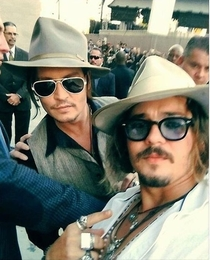 Johnny Depp photobombs look-alike