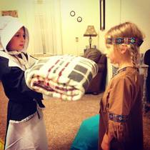 Kids were preparing for Thanksgiving dress-up day at schoolcouldnt resist staging this pic
