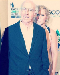 Larry david photobombing Amy Schumer