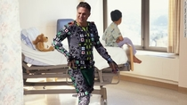Mark Ruffalo visits childrens hospital in his Hulk costume