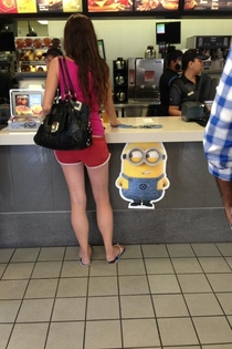 Minion checking out dat ass