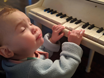 My daughter going full-drama on the keys