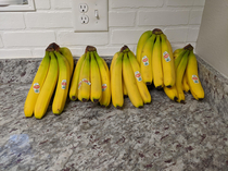 My fiance tried to have our groceries delivered today She said she wanted five bananas and somehow the woman misunderstood and bought THIRTEEN POUNDS OF BANANAS