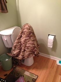 My friend is potty training her kid This is how she poops when shes cold