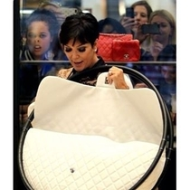 My friend posted her photobomb on Kris Jenner this morning