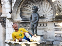 Neymar taking a shower with belgium statue Manneke pis