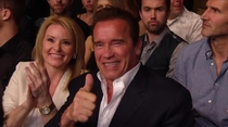 Noticed this involuntary photobomb when Arnold Schwarzenegger was in picture during UFC  Hilarious