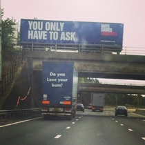 Perfectly timed bum joke spotted on the motorway