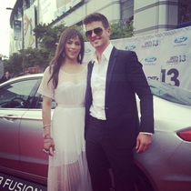 Pic #1 - Robin Thicke always holds his arms out like some sort of god damn Ken doll