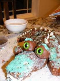 Pic #4 - ProjectExpectation of the night  Alligator cake Reality  Turdagator cakepoor turdagatorim sorry ive failed you