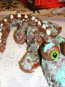 Pic #5 - ProjectExpectation of the night  Alligator cake Reality  Turdagator cakepoor turdagatorim sorry ive failed you