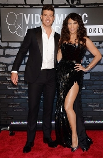 Pic #5 - Robin Thicke always holds his arms out like some sort of god damn Ken doll