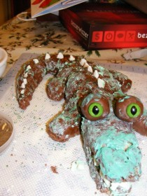 Pic #6 - ProjectExpectation of the night  Alligator cake Reality  Turdagator cakepoor turdagatorim sorry ive failed you