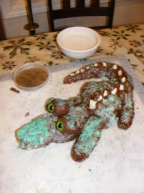 Pic #8 - ProjectExpectation of the night  Alligator cake Reality  Turdagator cakepoor turdagatorim sorry ive failed you