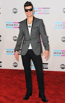 Pic #9 - Robin Thicke always holds his arms out like some sort of god damn Ken doll
