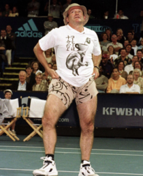 Robin Williams tries to scare the opponents during the  Mercedes-Benz Cup at the UCLA Tennis Courts