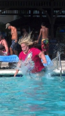 So Honey Boo-Boo is Staying at the Same Resort as My Sister and She Captures an Epic Photo of the Mom Falling into the Pool