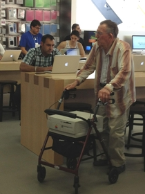So I saw this gentleman at the apple store yesterday