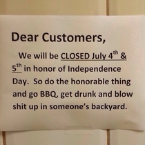 Store closed for th of July sign