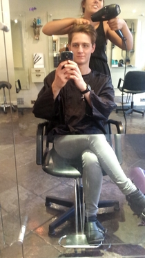 The bottom half of the mirror at the hairdressers is glass It confused me for a second when someone sat on the other side
