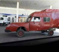The car I used to draw in kindergarten just pulled into the service station