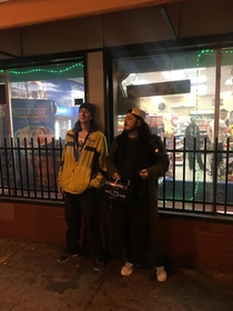 These dudes dressed up like Jay and Silent Bob and hung out in front of a convenience store all night