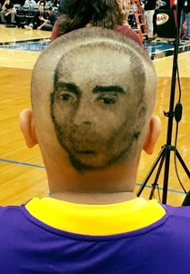 This guy was at the Lakers game tonight in Minnesota I wanna meet this guys barber